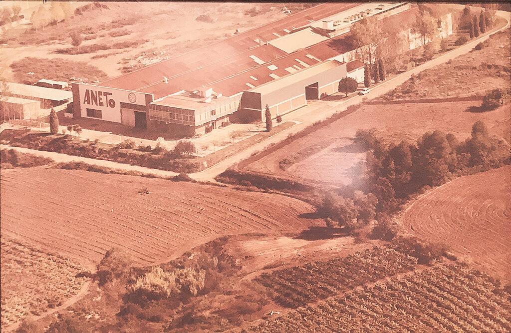 imagen aerea de la fábrica aneto original